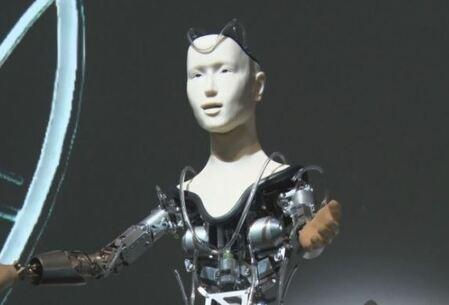 En el templo de Kodaiji podemos ver rezar al primer robot budista