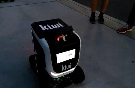 Este es el robot de la empresa Kiwi que te envía tu comida