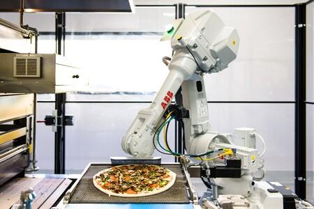 La robótica en la cocina llega Bruno el robot pizzero